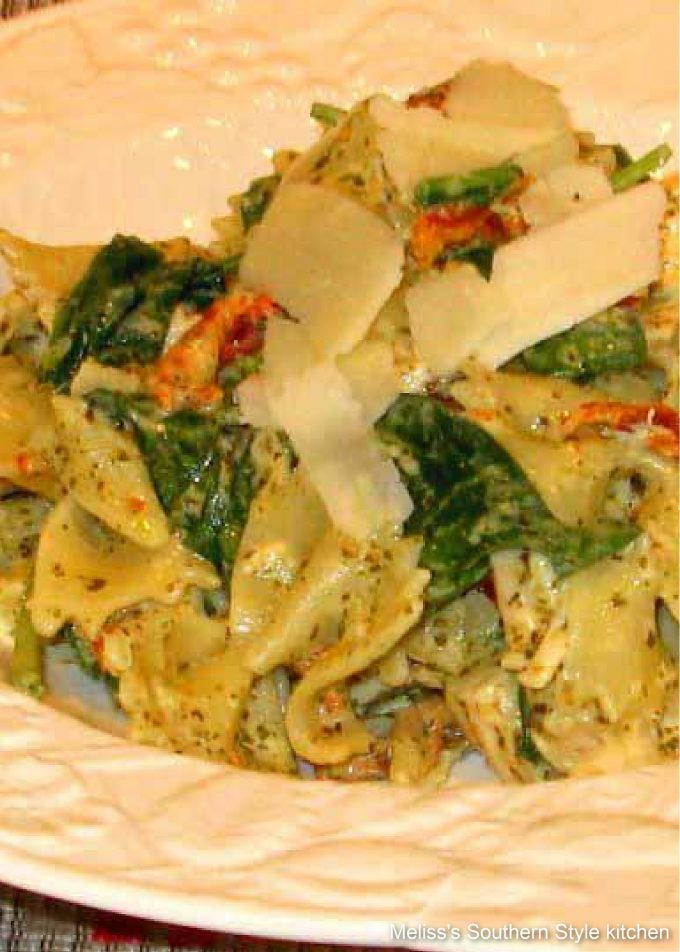 pesto-chicken-bow-tie-pasta-with-spinach-sundried-tomatoes