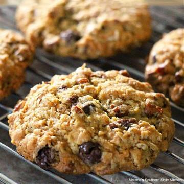 chocolate-covered-raisin-oatmeal-cookies