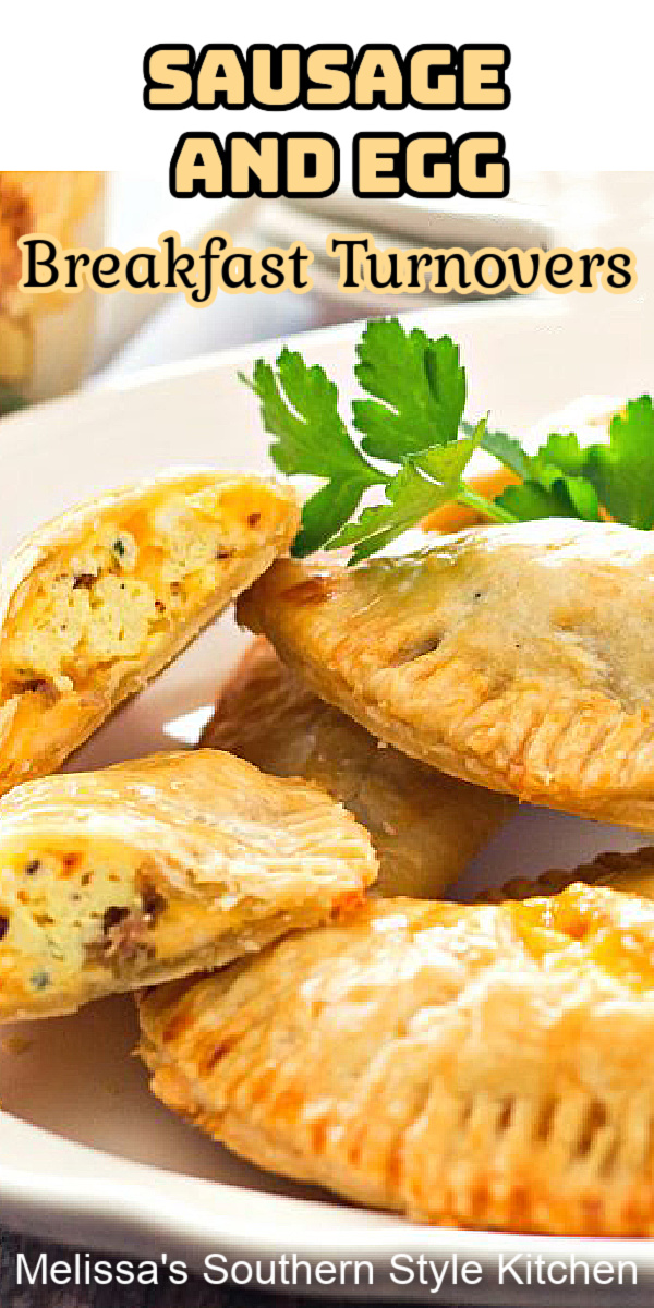 Start your morning with these easy-to-make Sausage and Egg Breakfast Turnovers #breakfastturnovers #sausageandeggs #sausageandeggturnovers #brunch #eggs #sausage #holidaybrunch #eggrecipes #handpies #pies #pastries #southernfood #southernrecipes