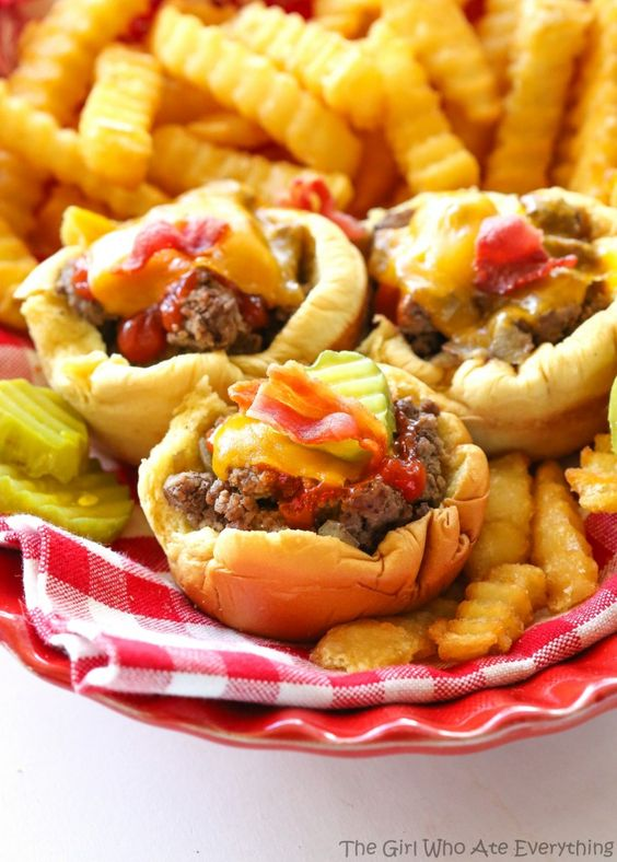 Muffin Tin Cheeseburgers