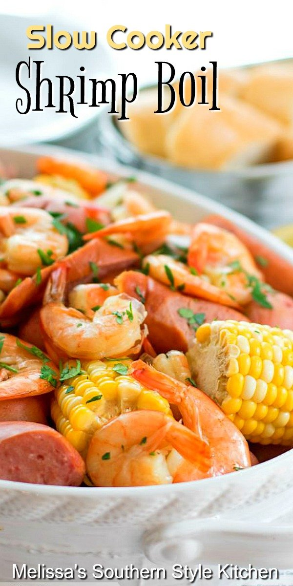 You can throw down a shrimp boil any night of the week using your slow cooker #shrimpboil #slowcookershrimpboil #seafood #lowcountryboil #seafoodrecipes #slowcooker #crockpot #slowcooked #dinnerideas #dinner #southernfood #southernrecipes