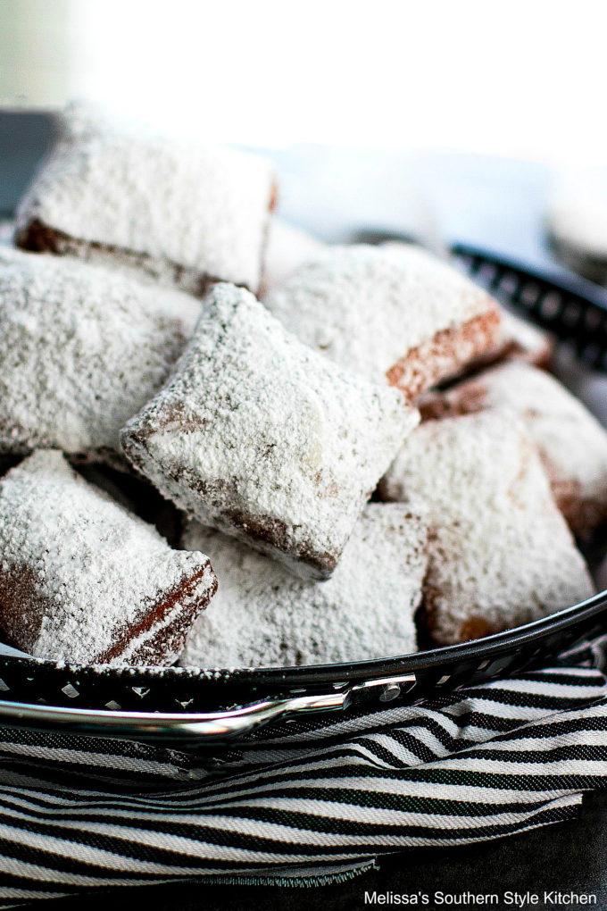 powder sugar dusted beignets