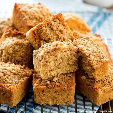 cinnamon-streusel-oatmeal-muffins