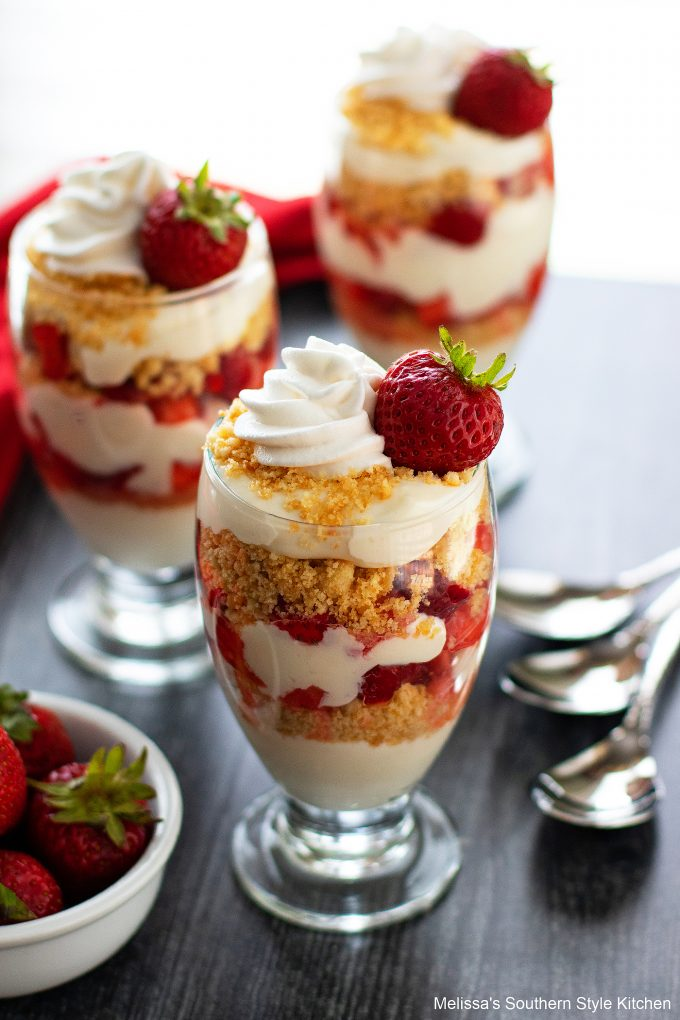 how to make Easy Strawberry Parfaits
