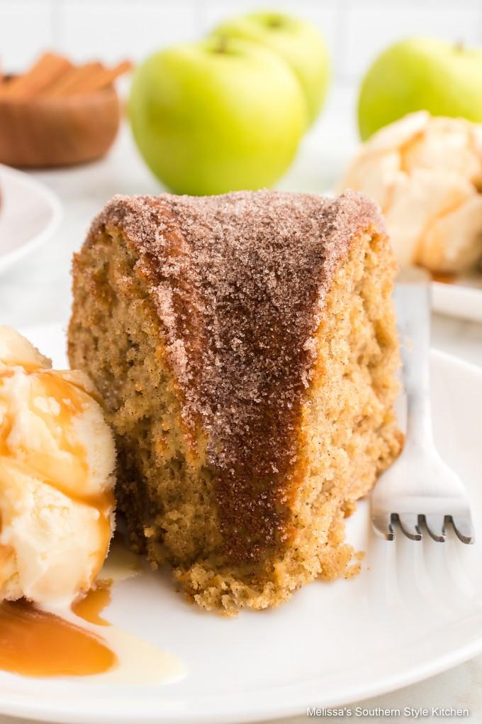 apple-doughnut-cake-with-ice-cream