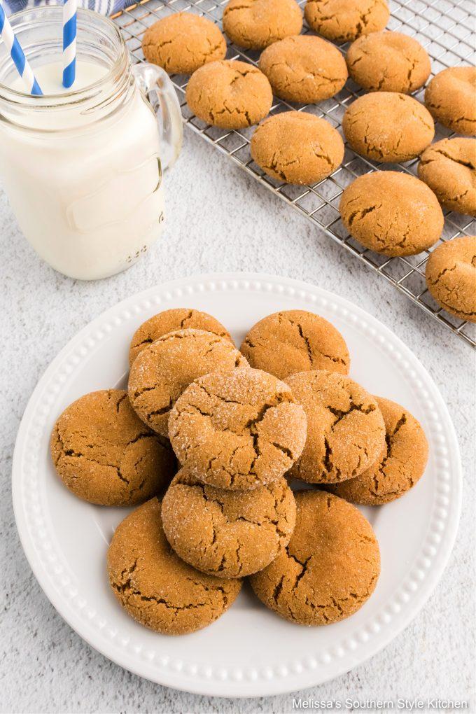 easy-soft-molasses-cookies